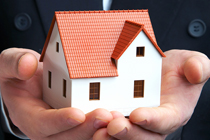 Homes-Buildings_Insurance_HouseInBusinessPersonHands